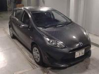 Хэтчбек гибрид Toyota Aqua кузов NHP10 2