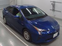 Лифтбек гибрид Toyota Prius кузов ZVW55