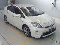 Лифтбек гибрид Toyota Prius PHV кузов ZV